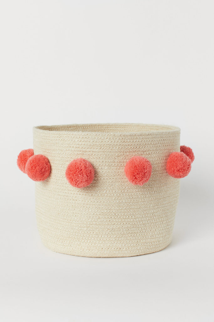 cesto con pompones